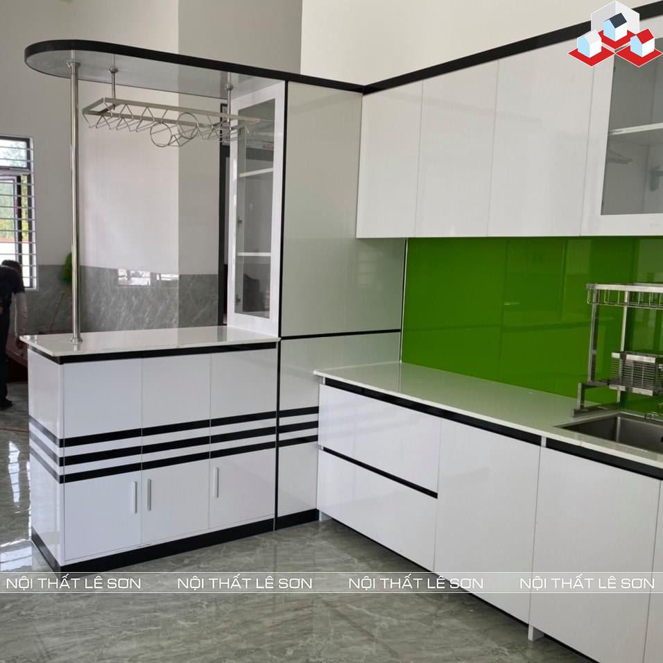 Tủ bếp nhựa cao cấp màu trắng viền đen